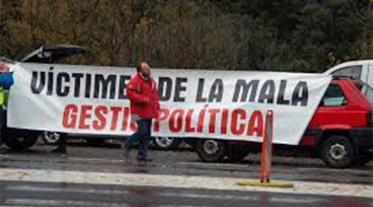 """La Unió Sindical d'Andorra (USd'A) expressa la seva """"més enèrgica repulsa"""" davant la previsible aprovació, aquest dijous, de diverses modificacions de lleis de naturalesa social i laboral """"més pròximes a una societat feudal"""" amb les quals, denuncia l'organització sindical, Demòcrates per Andorra (DA) pretén """"sumir la classe treballadora a un esclavatge laboral"""". El sindicat fa una crida a la ciutadania a mobilitzar-se en les properes eleccions i """"votar en massa per revertir la situació creada per DA"""" alhora que avisa els empresaris que amb textos com els que aquest dijous se sotmeten a votació al Consell General no s'aconseguirà més mà d'obra qualificada."""