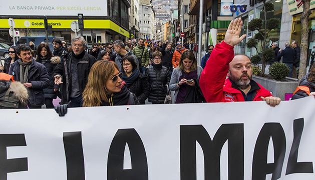 """Els sindicats públics, i Podem han organitzat una concentració per protestar en contra de """"la inacció de Govern front als elevats preus del lloguer de la vivienda, el cost de la vida, el salari mínim i les baixes pensions de jubilació"""", entre d'altres. L'acte, que segons Podem serà de forma """"cívica i pacífica"""", tindrà lloc el proper dilluns 17 de desembre, a les 20:30 a l'avinguda Meritxell, davant del passatge Biscairet, a l'antic Escalè."""