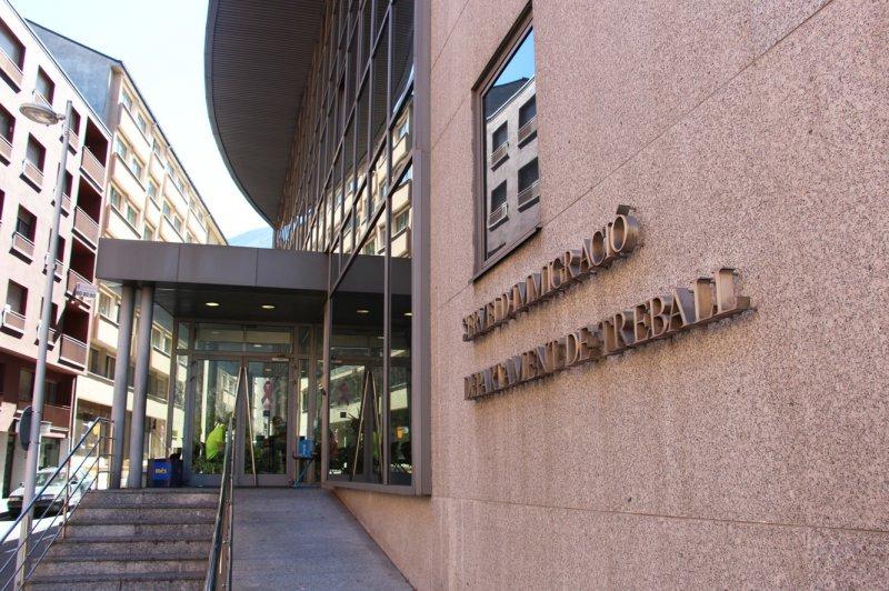 El servei d'Inspecció de Treball va rebre 115 denúncies per incompliment de les condicions generals a la feina; va fer deu inspeccions d'ofici i 307 actuacions posteriors. També es van inspeccionar 96 centres de treball per vigilar el compliment d'aquestes condicions generals.